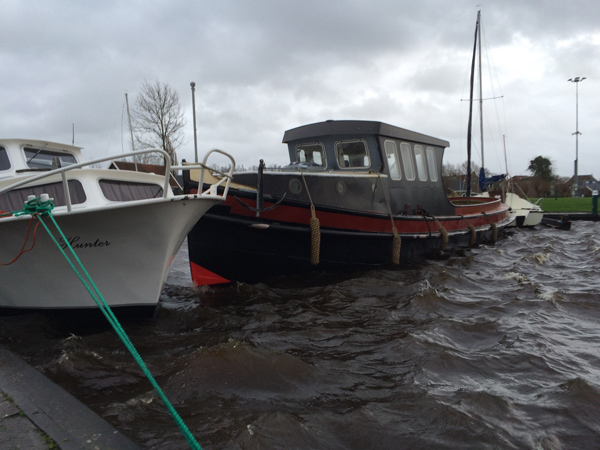 boot los geslagen door storm